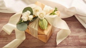 How-to-pick-the-perfect-wedding-gift-866x487